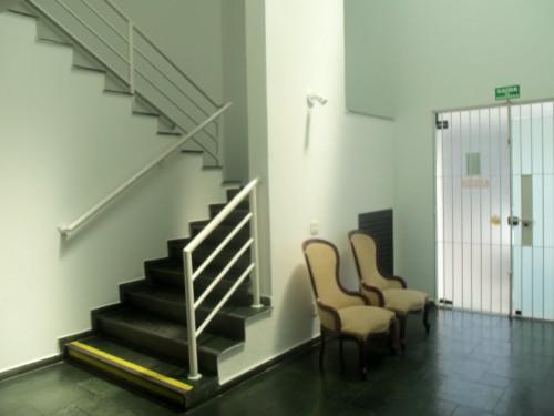 escadas de acesso para o segundo pavimento